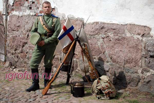 Игрок в костюме солдата